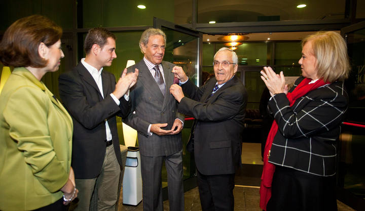 Ángeles Fernández-Ahúja, David Medina, Arturo Fernández, José Luis Valladares y Mercedes Fernández.